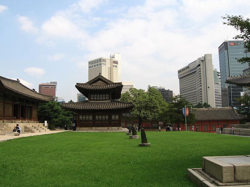 File:Seoul Deoksu-gung.jpg