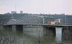 Smithfield Street Bridge - Image: Smithfield Street Bridge from the northeast in 1984 with trolley car