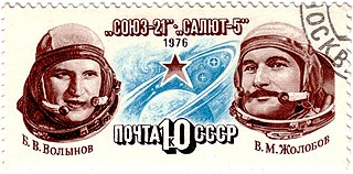 Boris Volynovand Vitaly Zholobov (right) on a 1976 Soviet stamp Source: Wikipedia 320px-Soyuz-21.jpg