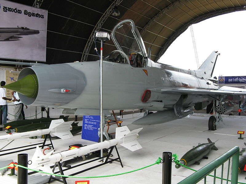باكستان تتفاوض مع سريلانكا لبيعها مقاتلات JF-17  800px-Sri_Lanka_Military_0042