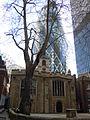 St Helen's Bishopsgate au pied du 30 St Mary Axe.JPG