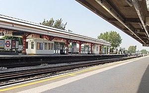Stamford Brook tube station - Image: Stamford Brook 2