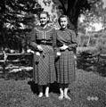 Staršinovi dekleti, oblečeni po modi 1955, Male Loče 1955.jpg