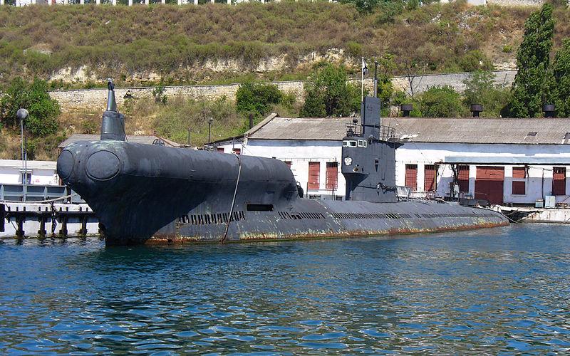 الغواصة روميو ( عماد غواصات الجيش المصري ) - صفحة 4 800px-Submarine_PZS-50_Project_633RV_2008_G5