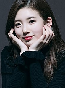 Suzy Bae at fansigning on February 3, 2018 (5) (cropped).jpg