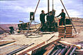 Syrien 1961 Tabqa Staudammprojekt Bohrstelle Menschen 0014.jpg