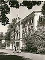 TLA 1465 1 7886 Kadrioru loss, lossi ees emad lastevankritega 1950ndad fotogr A Alla.jpg