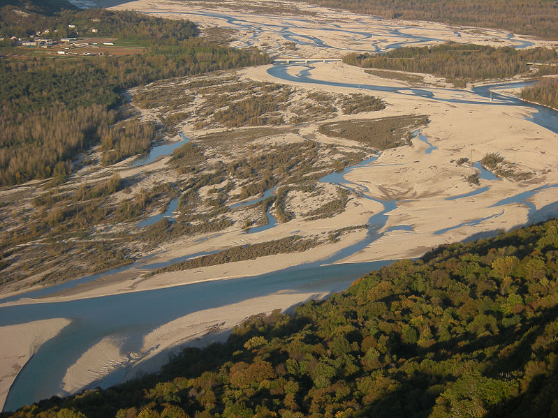 File:Tagliamento, braided channels at Cornino.jpg