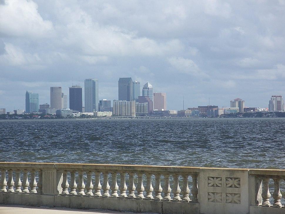 Tampa Bayshore Blvd skyline02