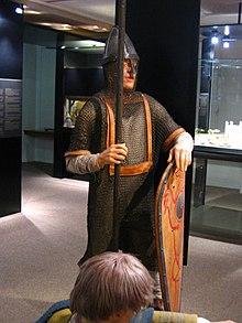 http://upload.wikimedia.org/wikipedia/commons/thumb/d/de/Tapisserie_soldat_mannequin.jpg/220px-Tapisserie_soldat_mannequin.jpg