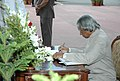 The President, Dr. A.P.J. Abdul Kalam signing visitors book at India Gate after paying homage to martyrs on the occasion of 60th Independence Day in New Delhi on August 15, 2006.jpg
