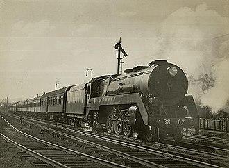 Riverina Express - 38 class hauled Sydney to Albury train at Goulburn in June 1946