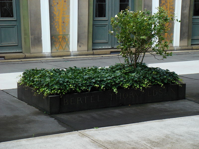 Thorvaldsens Museum - grave.JPG