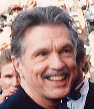 Law & Order: Special Victims Unit (season 5) - Image: Tom Skerritt at the 47th Emmy Awards cropped
