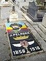 Tombe Joséphin Péladan, Cimetière des Batignolles, Paris.jpg