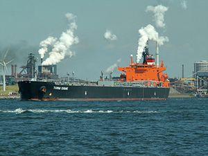 Torm Signe - IMO 9290957 - Callsign 9VDX5 leaving IJmuiden, Holland 16-Aug-2005.jpg