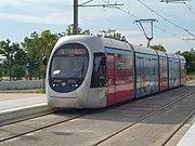 Moderno tranvía inaugurado con motivo de Juegos Olímpicos de Atenas 2004.