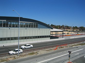 Murdoch railway station - Northbound view of station building from the Kwinana Freeway in December 2007