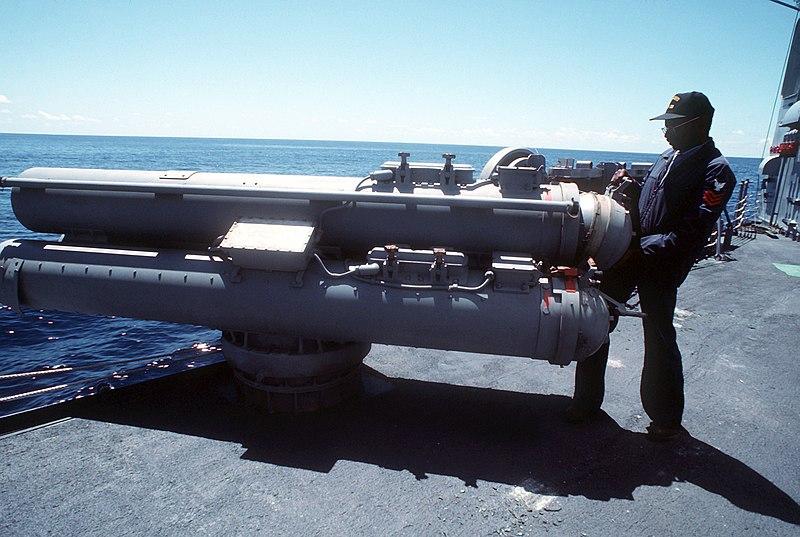 File:USS Curts FFG-38 Mark 32 Surface Vessel Torpedo Tubes.jpg