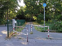 Umlaufsperre schräg Berlin Gropiusstadt.jpg