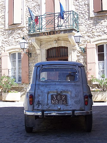 File une vieille voiture devant la mairie de m rindol pm - Image de vieille voiture ...