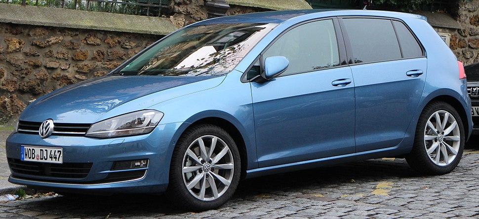 VW Golf 7 Blue (11050391564) (cropped)