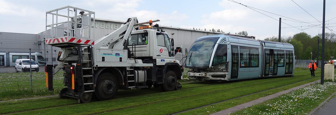 Valenciennes & Anzin - Déraillement de la rame de tramway n° 17 à la sortie du dépôt de Saint-Waast le 11 avril 2014 (094).JPG