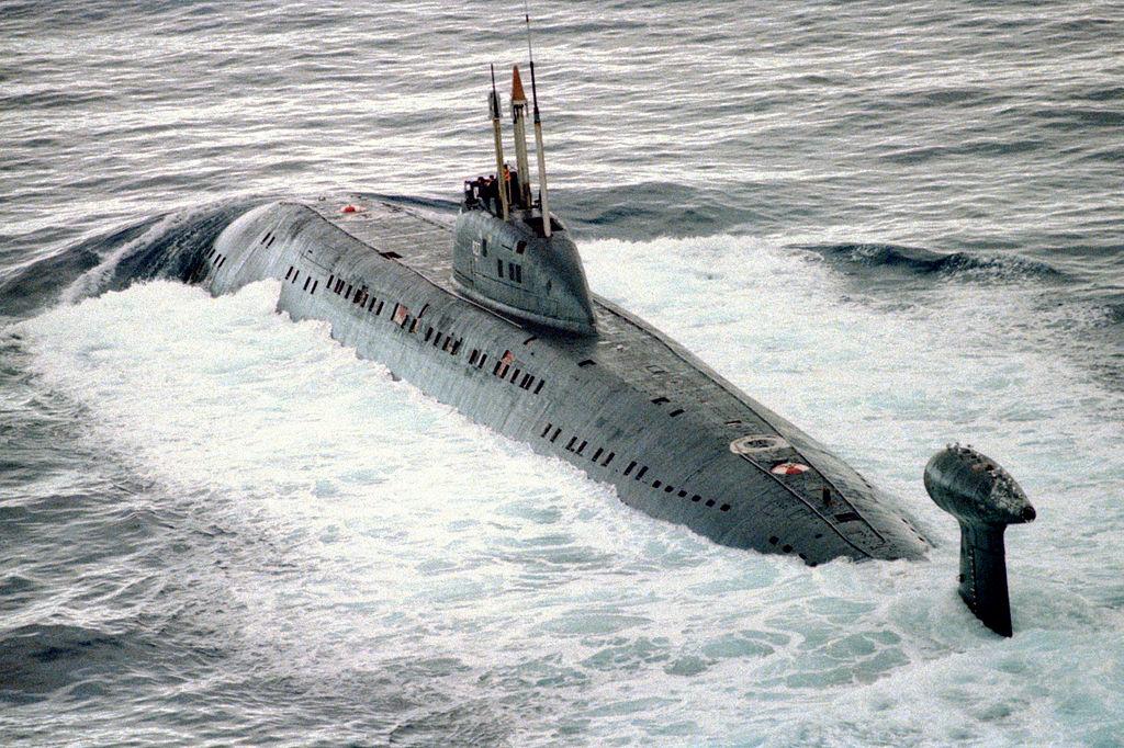 1024px-Victor_III_class_submarine.jpg