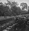 Viering van de 64e verjaardag van koningin Wilhelmina in Regents Park. Toespraak, Bestanddeelnr 935-2535.jpg
