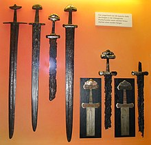 Хальгара Фенриссона.  По логике, при деревянных щитах слишком острый конец меча - не подарок (застрянет).