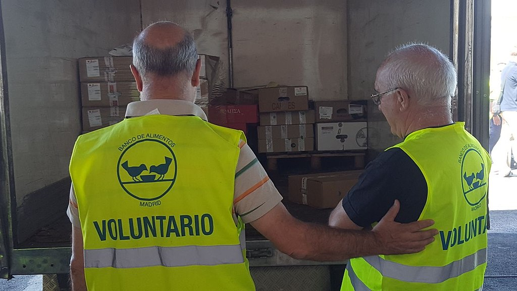 Voluntarios-reciben-mercancia-en-sede-Banco-Alimentos