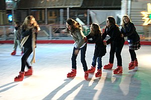 English: Fun ice skating in open air at city c...
