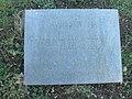 Wallhausen (Helme) Bombenopfer Tafel.JPG