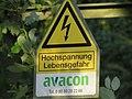 Warnhinweis an 110-kV-Leitung Dörnigheim.jpg