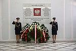 Warta honorowa przy tablicy Ofiar Tragedii Smoleńskiej w Sejmie RP.jpg