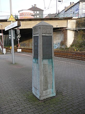 Wuppertal-Steinbeck station - Obelisk commemorating the deportation of Wuppertal's Jews