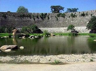 Xuanwu Lake - Image: Xuanwulake pool and citywall