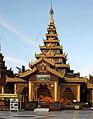 Yangon-Shwedagon-430-Halle mit liegendem Buddha-gje.jpg