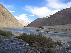 Yarkand River in the Western Kunlun Shan, seen from the Tibet-Xinjiang highway.jpg