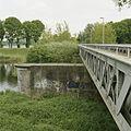 Zicht op de voormalige spoorbrug, vakwerkbrug, met bakstenen pijler - Waalwijk - 20396353 - RCE.jpg