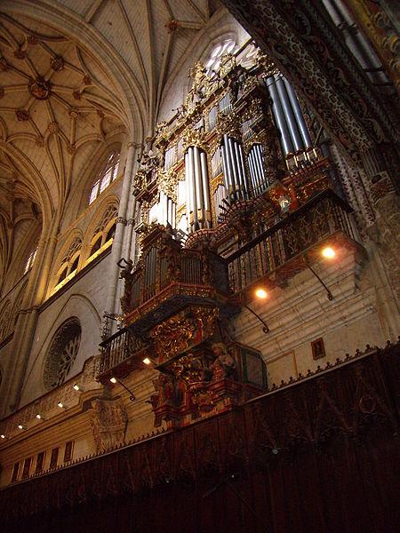 File:Órgano Catedral Palencia.JPG