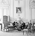 Štefan Osuský en zijn echtgenote in de salon van de ambassade, Bestanddeelnr 255-8769.jpg