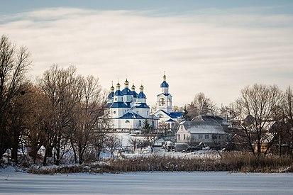 Михайлівська церква в смт. Дашів над річкою Соб.jpg