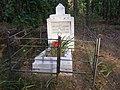 Могила лейтенанта Чайки І.С. в лісі біля с.Берестовець 03.jpg