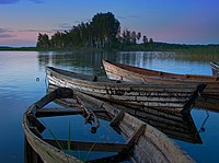 Пейзаж с лодками на озере Снуды.jpg