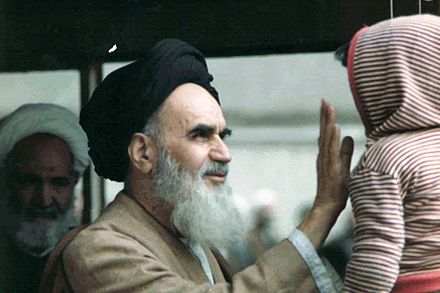 Khomeini and a child. bchh w khmyny.JPG