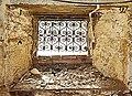 خانه غفوری21-فرم هم گرای جداره های متصل به پنجره زیرزمین مشرف به حیاط.jpg
