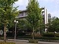 東京情報大学中央通りから7号館を望む - panoramio.jpg