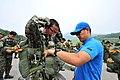 육군 3사관학교 사관생도 공수자격강하 (14600926554).jpg
