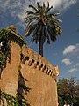 008 Palau Desvalls, parc del Laberint (Barcelona), muralla exterior.jpg